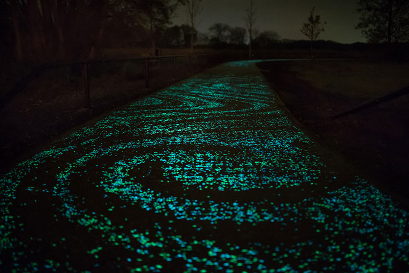 van gogh-roosegaarde glow in the dark bicycle path eindhoven netherlands (3)