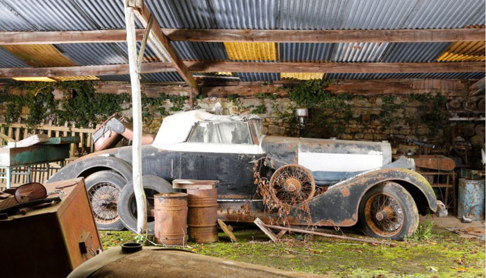 60 Rare Cars Worth Millions Found in French Countryside, Untouched for 50 Years (10)