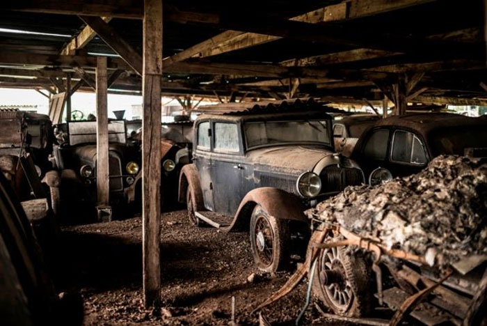 60 Rare Cars Worth Millions Found in French Countryside, Untouched for 50 Years (19)