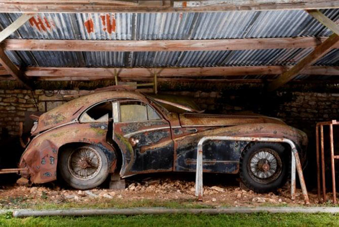 60 Rare Cars Worth Millions Found in French Countryside, Untouched for 50 Years (20)