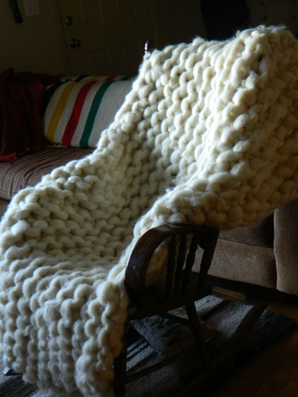 Artist Knits Giant Blanket, Uses PVC Pipe as Needles (7)