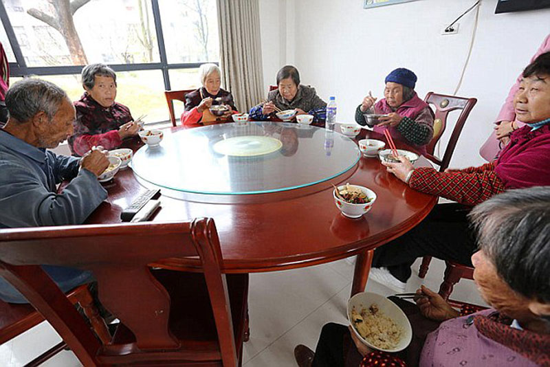 Chinese Millionaire xiong shuihua Returns to Village, Builds Residents Free Luxury Homes for their Kindness Growing Up (4)