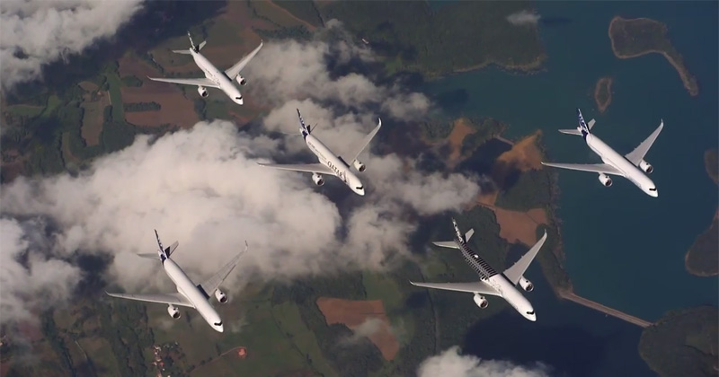 commercial-airliners-flying-in-fighter-jet-formations