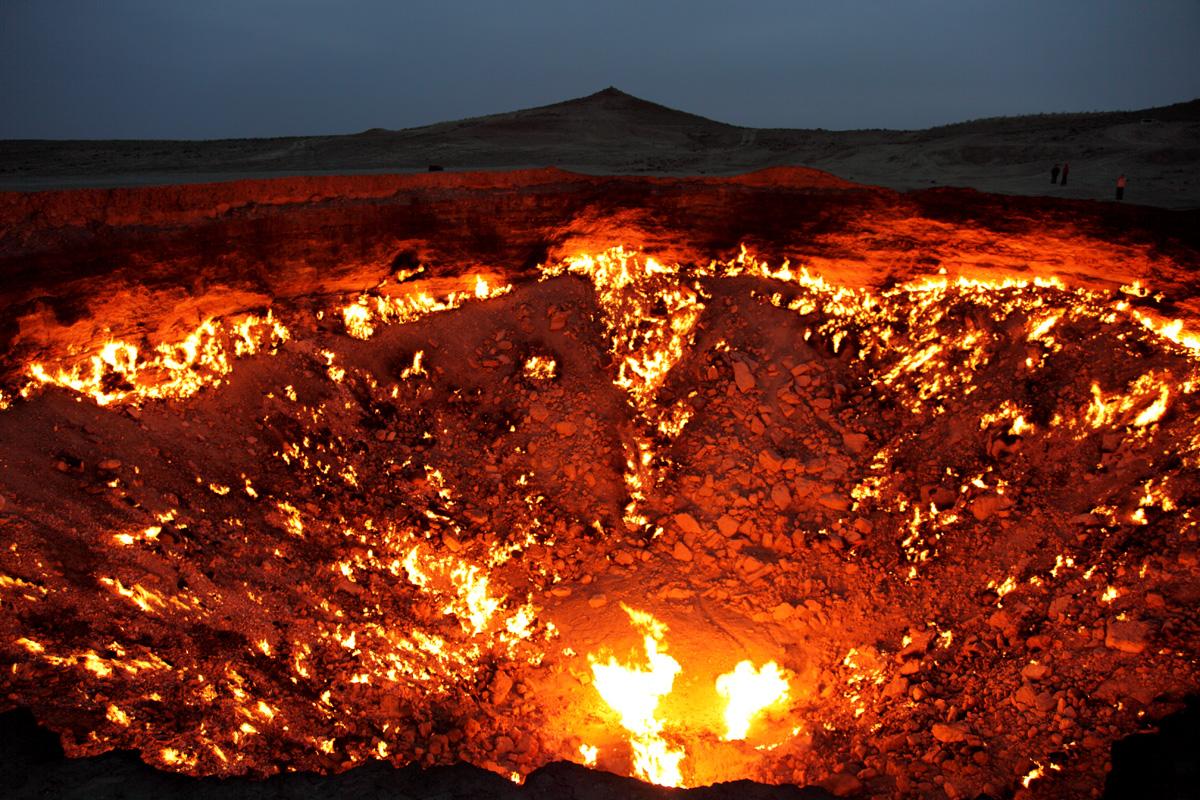 darvaza crater door to hell turkmenistan (2)