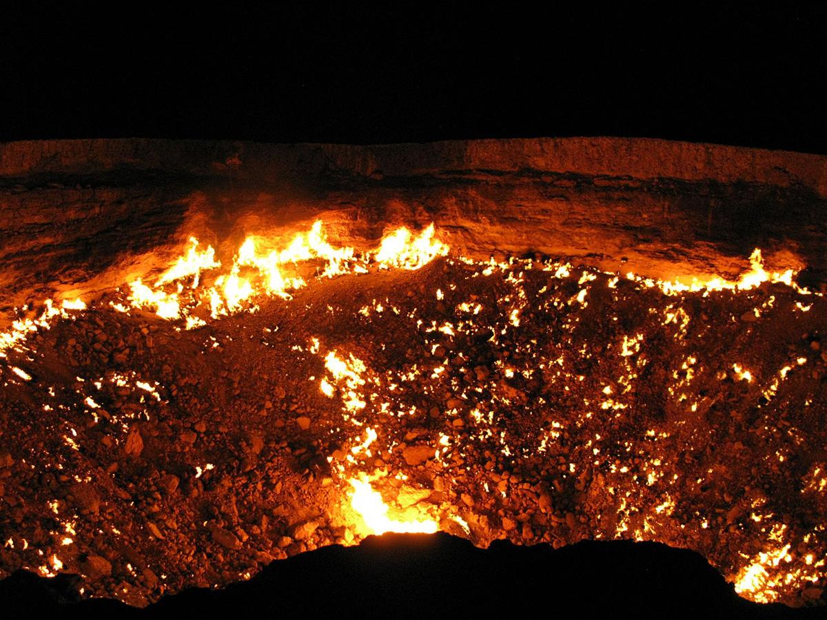 darvaza crater door to hell turkmenistan (3)