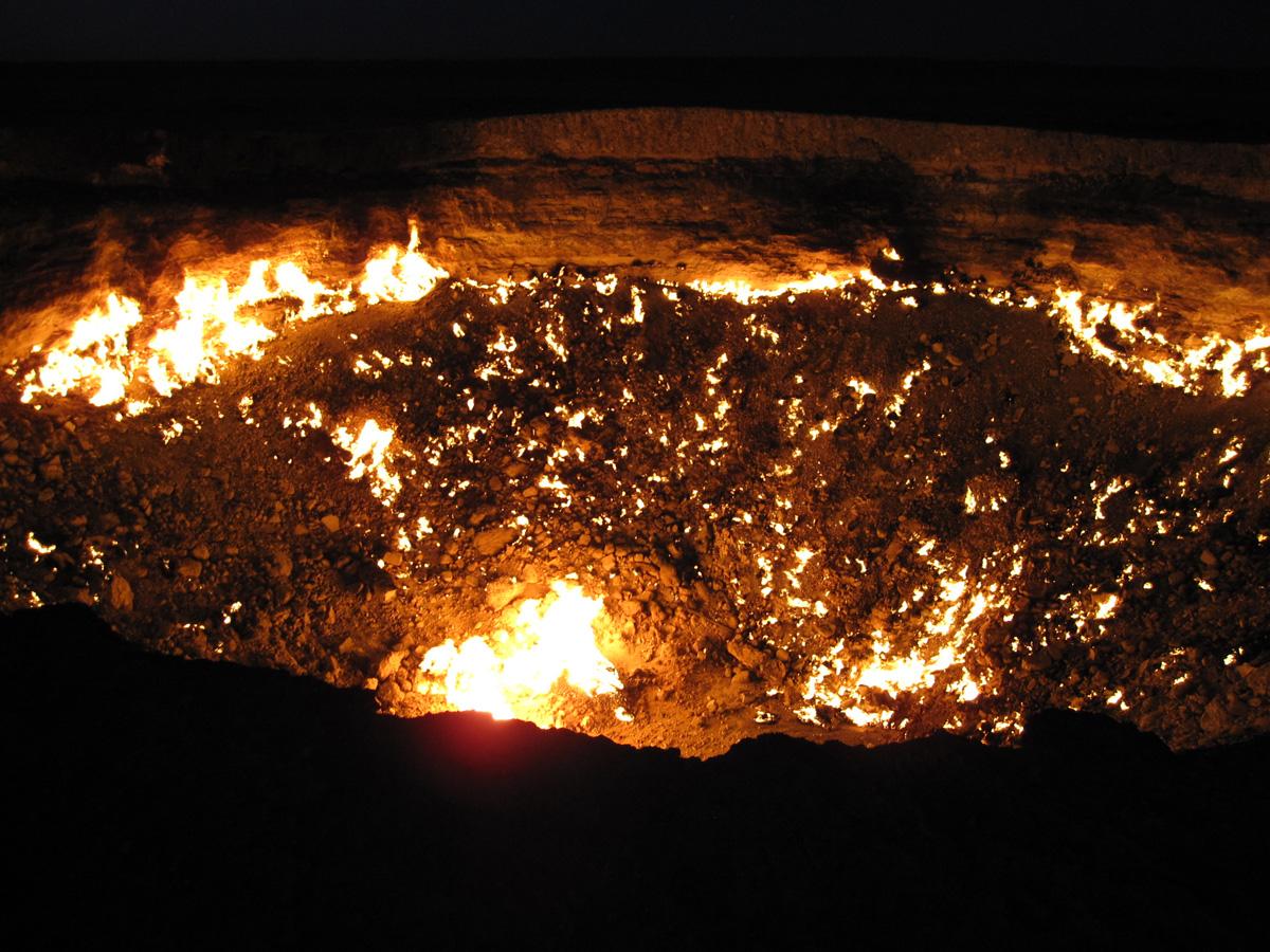 darvaza crater door to hell turkmenistan (4)