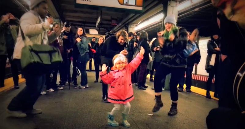 Little Girl Dances Like Nobody's Watching on a Subway Platform inNYC