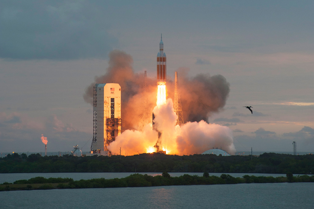 nasa orion launch hq high res photos (3) «TwistedSifter
