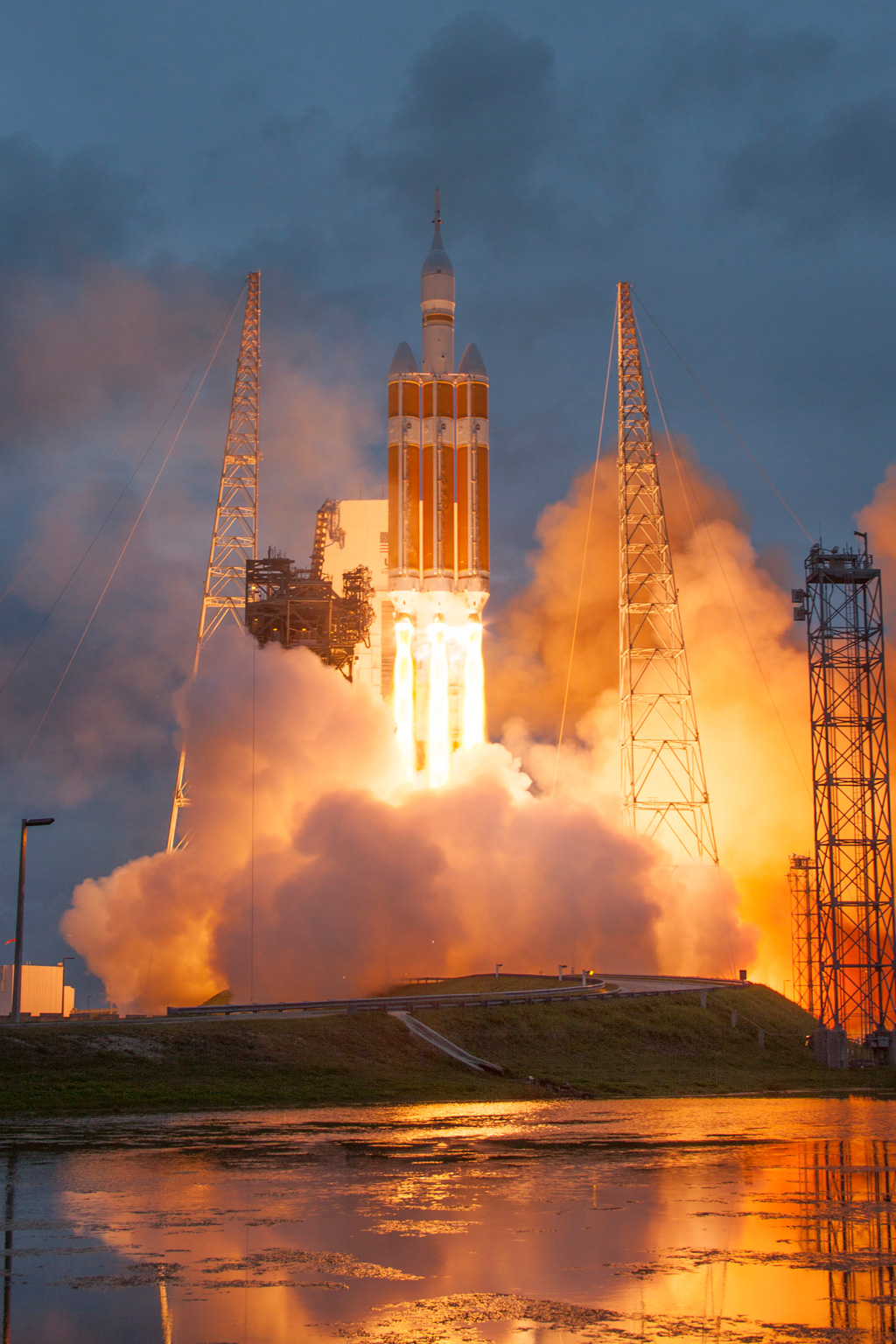 nasa orion launch hq high res photos (7) «TwistedSifter
