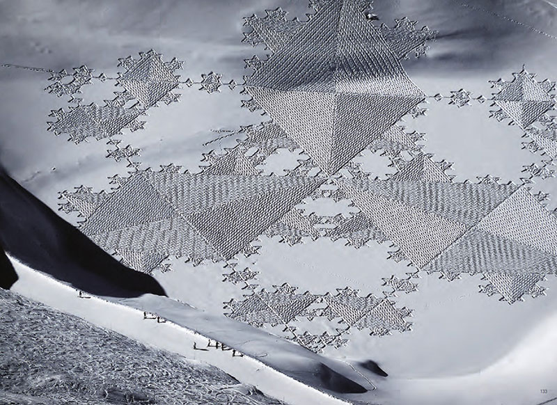 Colossal Snowshoe Art by Simon Beck | view3d.tv