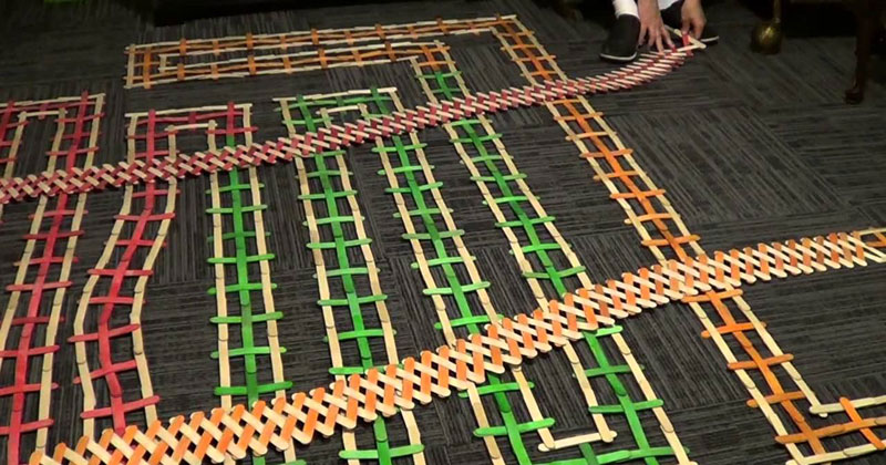 13000-piece-stick-bomb-exploding-dominoes
