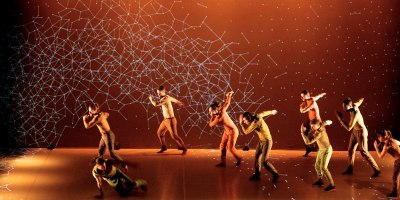 Awesome Routine Combines Dance with Interactive 3DProjections