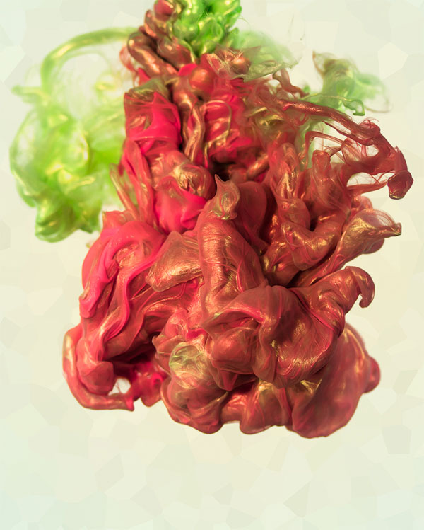 High-Speed Photos of Ink and Metal Dropped Into Water by alberto seveso (4)