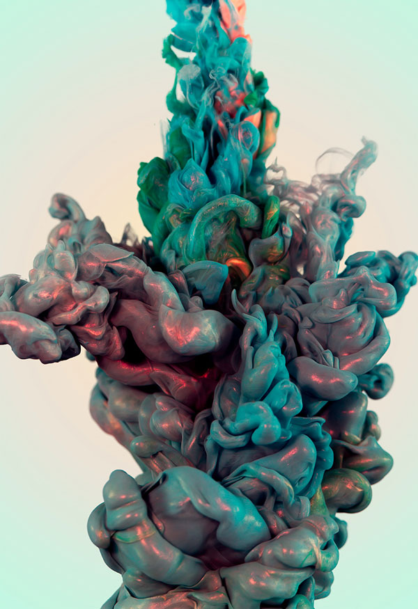 High-Speed Photos of Ink and Metal Dropped Into Water by alberto seveso (6)