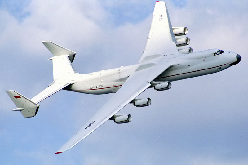 The Largest Airplane Ever Built antonov an-225 mriya (2)
