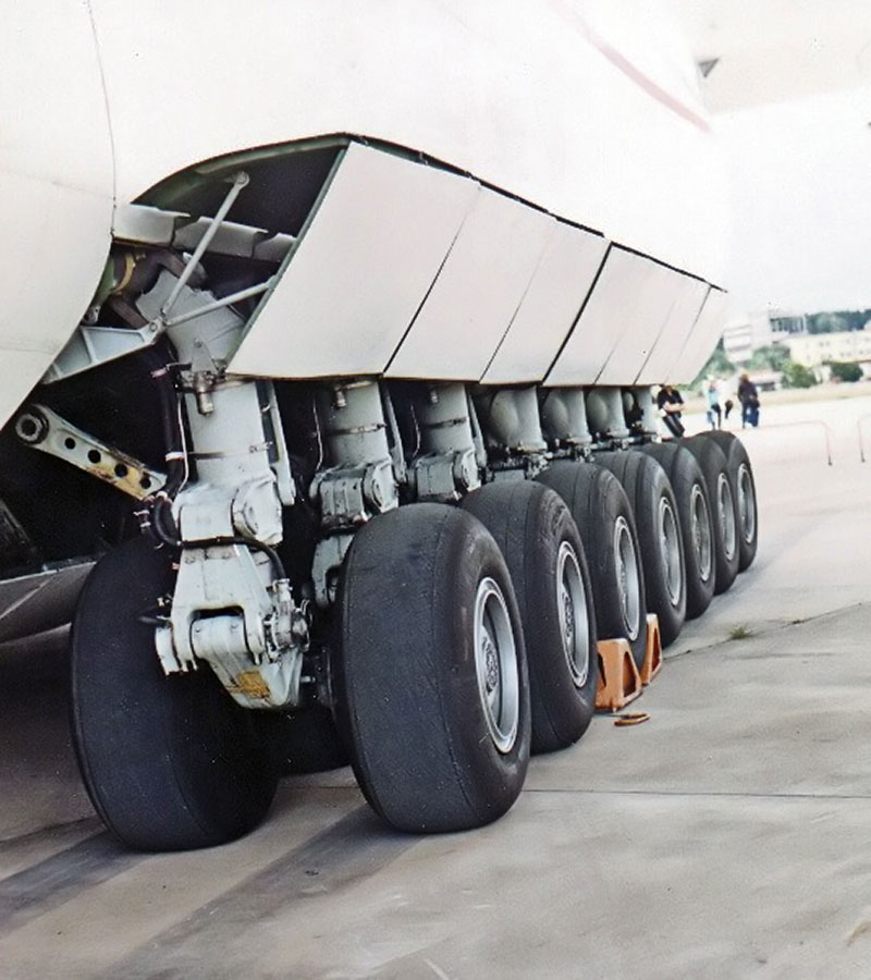 The Largest Airplane Ever Built antonov an-225 mriya (4)