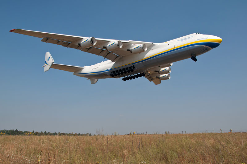 The Largest Airplane Ever Built antonov an-225 mriya (9)