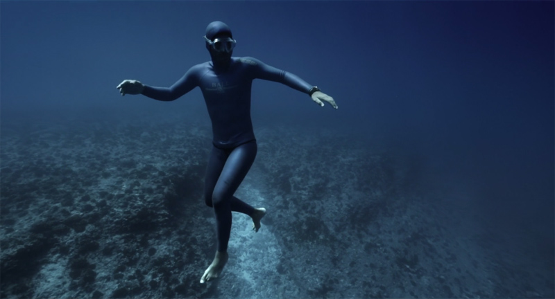Surreal Video Shows Freediver Riding an Underwater OceanCurrent