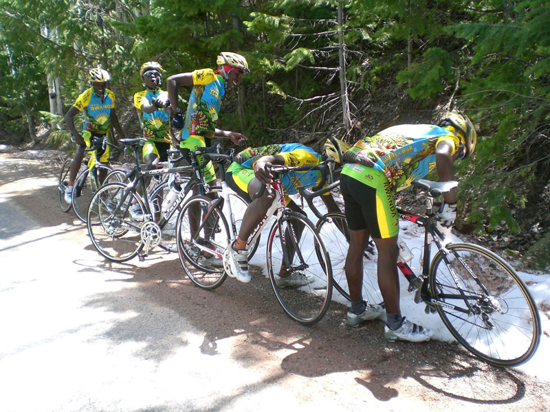 team rwanda bicycle team sees snow for first time The Top 50 Pictures of the Day for 2015