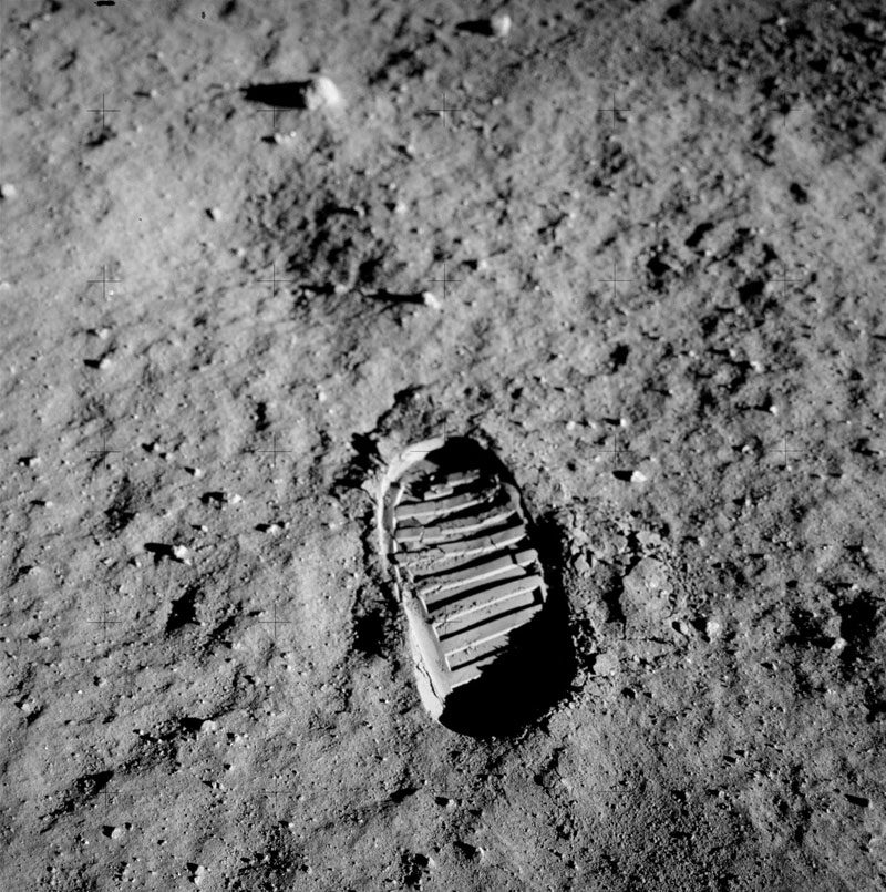 apollo 11 bootprint 3D Replicas of 7 Historic Photos