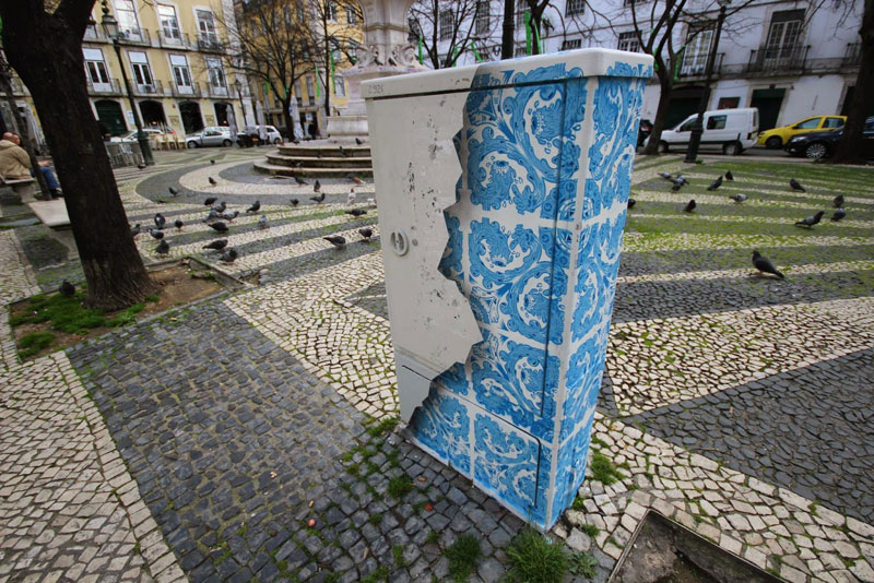 Artist Turns Utility Box Into Ceramic TileIllusion