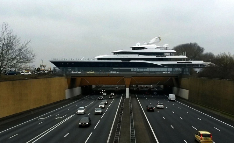 feadship-808-yacht-crossing-gouwe-aquaduct-gouda-netherlands