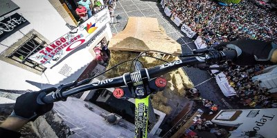 Amazing POV Shows Rider Tear Through Downhill Street Course in Taxco,Mexico