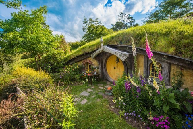 hobbiton-movie-set-tour-new-zealand-11.j
