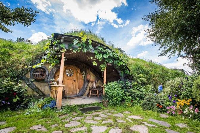 hobbiton-movie-set-tour-new-zealand-12.j