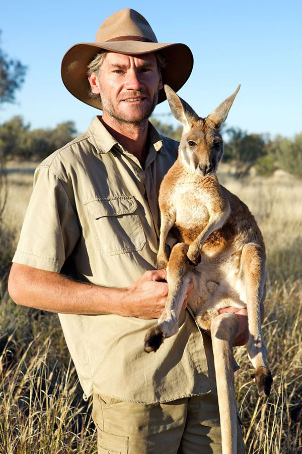kangaroo dundee chris brolga barns kangaroo sanctuary (1)