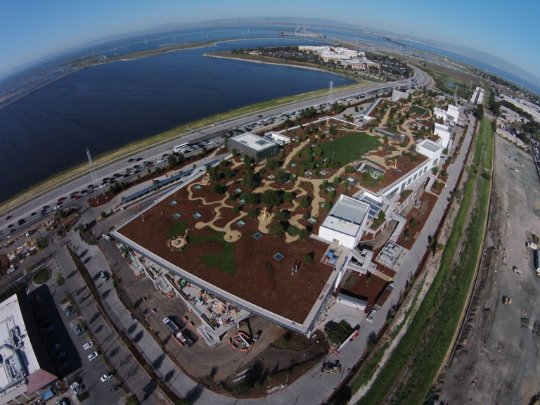 new-facebook-hq-aerial-green-roof-menlo-park