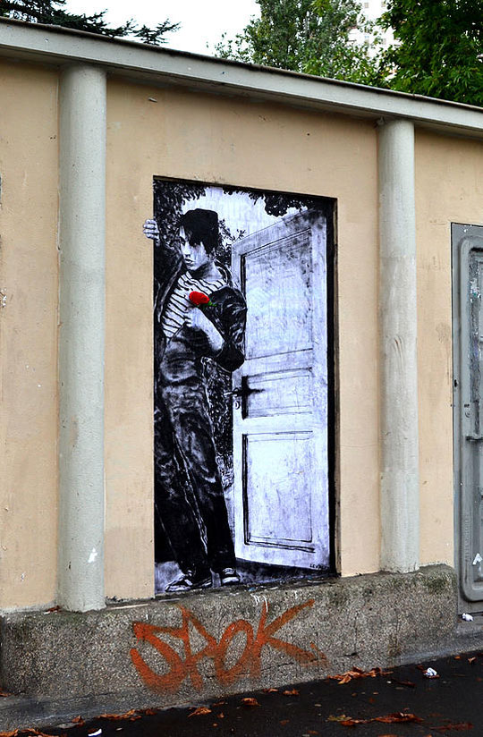 street art in paris by levalet (10)