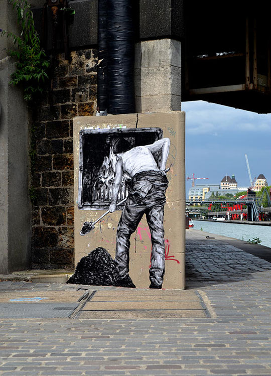 street art in paris by levalet (21)