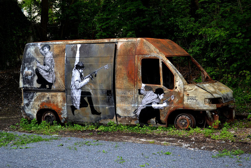 street art in paris by levalet (3)