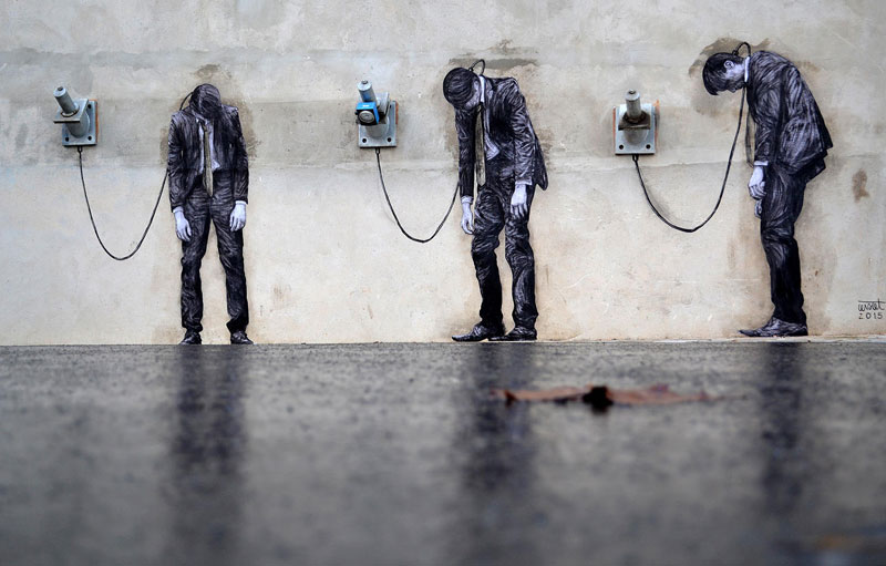 street art in paris by levalet (6)