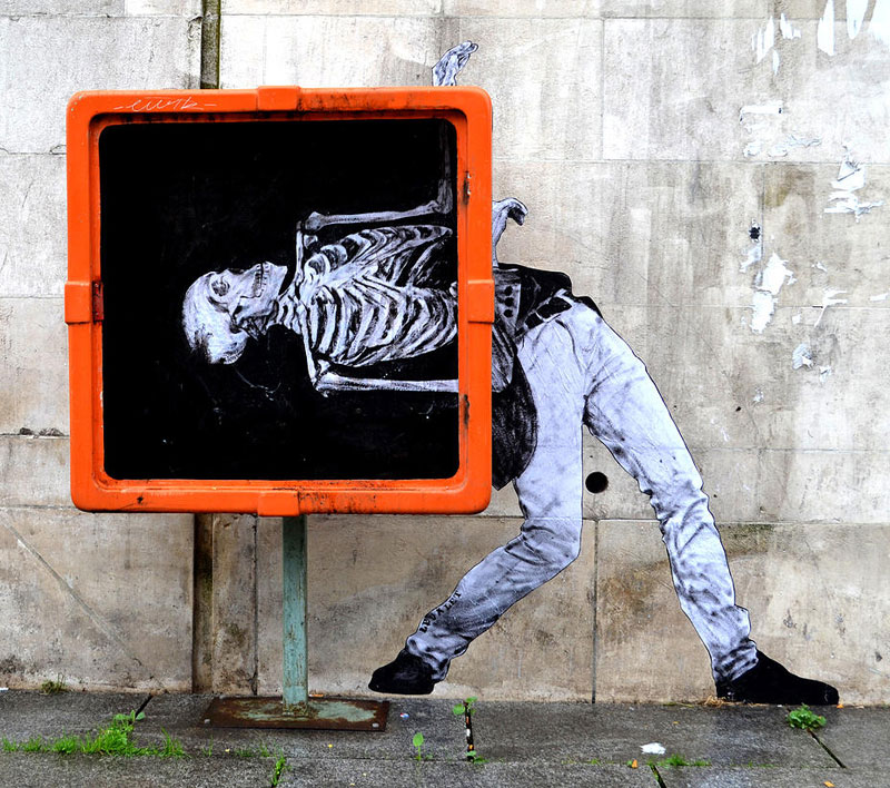 street art in paris by levalet (8)