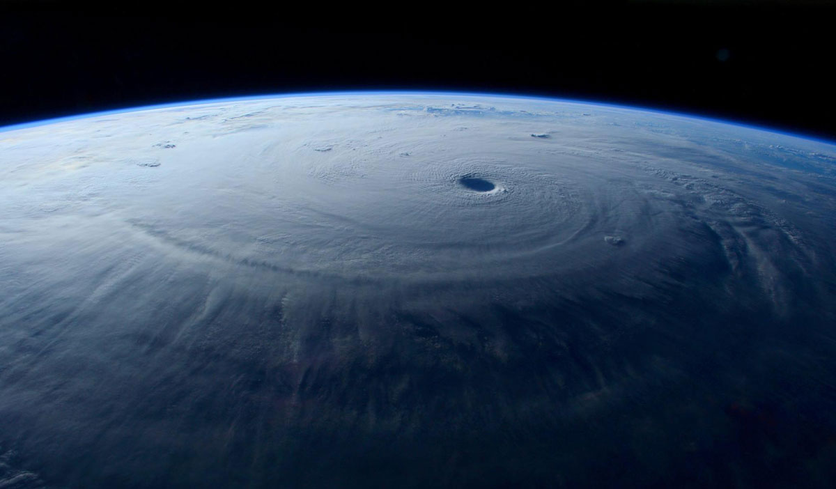 Astronauts Capture Terrifying Photos of Super Typhoon Maysak from Space (3)