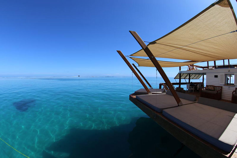 cloud 9 fiji floating bar in the middle of the ocean (12)
