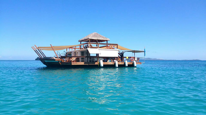 cloud 9 fiji floating bar in the middle of the ocean (2)