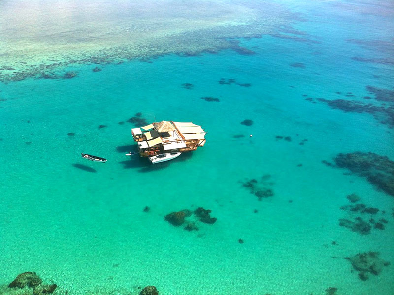 cloud 9 fiji floating bar in the middle of the ocean (3)