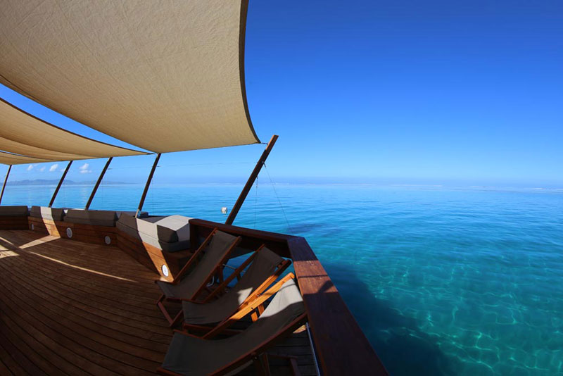 cloud 9 fiji floating bar in the middle of the ocean (8)