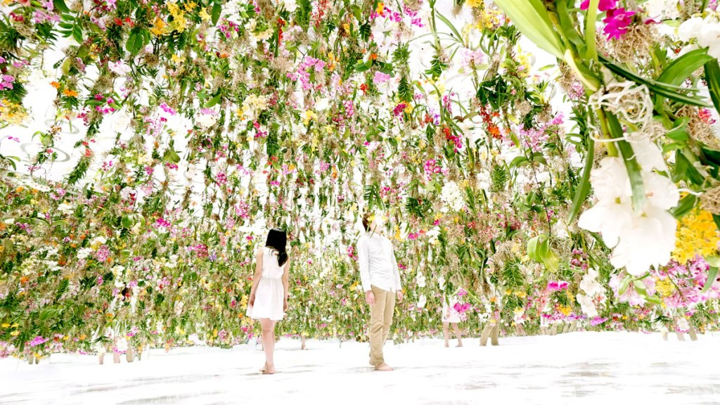 Floating-Flower-Garden_by_teamlab_japan (4)
