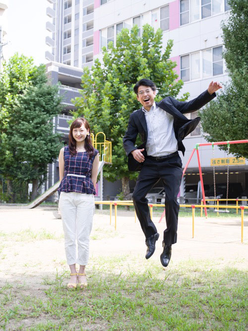 Japanese Businessmen Jumping Beside their Daughters by yuki aoyama (11)