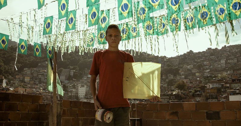 kite-fighting-in-the-favelas-of-brazil