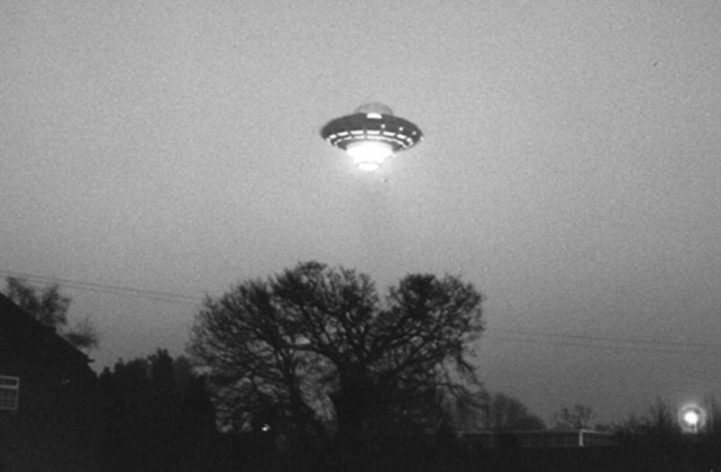 richard branson ufo april fools 1989 london (6)