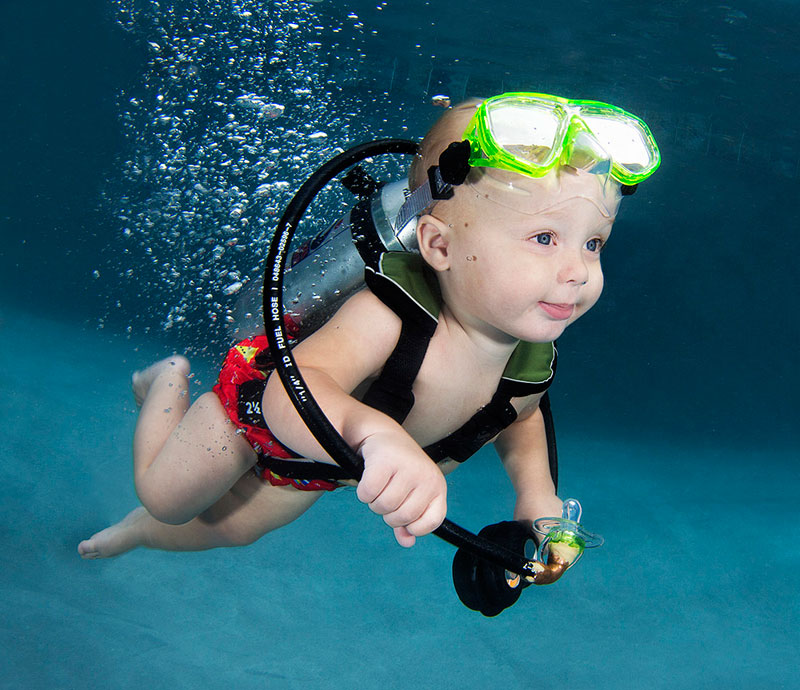 Underwater Photos of Babies Exploring a Brand New World seth casteel (3)