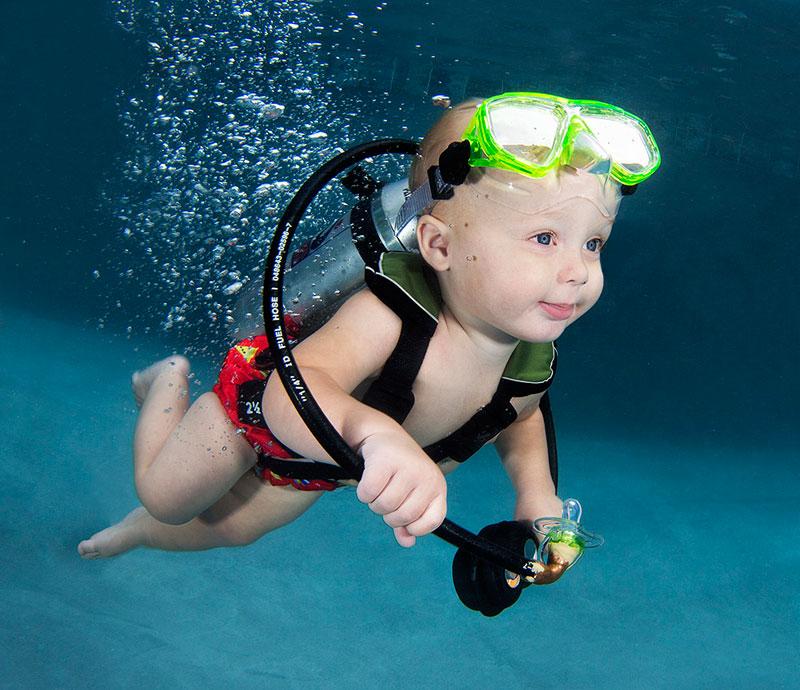 Underwater Photos of Babies Exploring a Brand New World seth casteel (3)