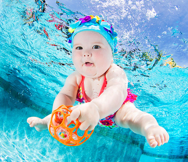 Underwater Photos of Babies Exploring a Brand New World seth casteel (9)