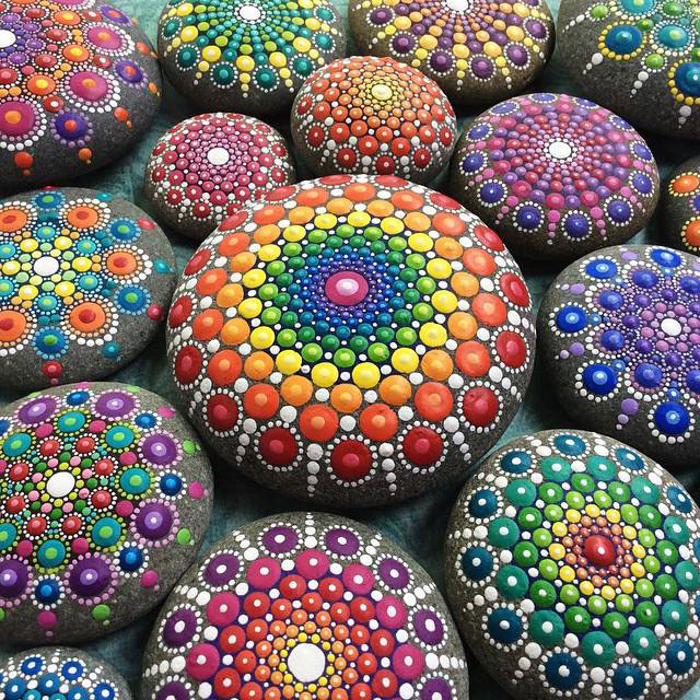 10422122 895988410459127 3218313824709617698 n Artist Finds Beautiful Beach Stones and Covers Them in Tiny Dots of Paint