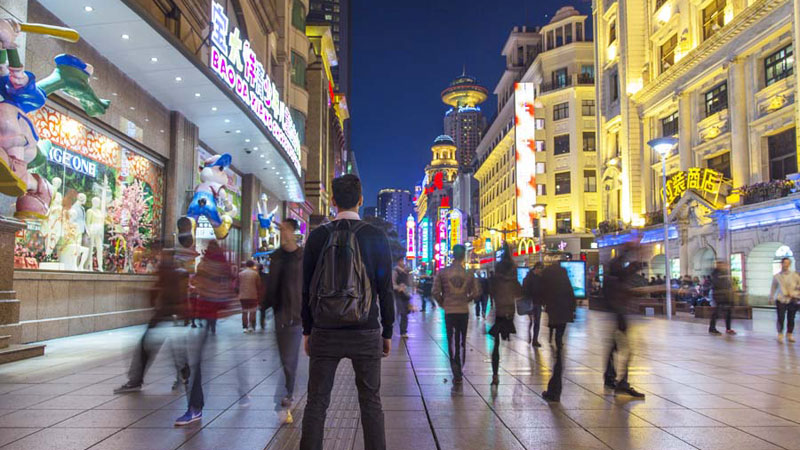 """A """"Backwards"""" Walking Tour of Shanghai Played inReverse"""